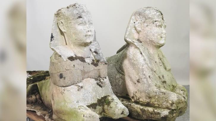 Британцы решили продать садовые статуи, те оказались артефактами из Древнего Египта