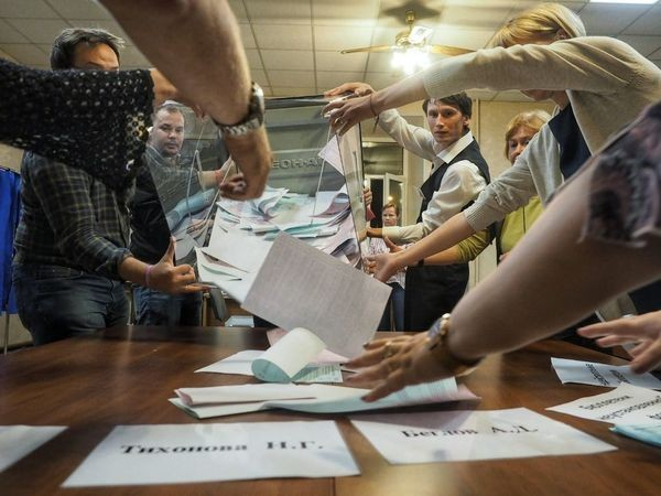Муниципальный депутат из Петербурга не дает властям забыть о нарушениях на выборах